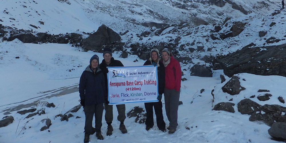Adventure old Couple and Two daughters in Annapurna Base Camp!