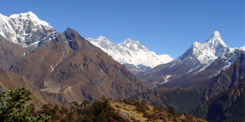 Stunning views of Mountain   Everest, Lhotse Ama dablam and Phorst with Phorste Village!